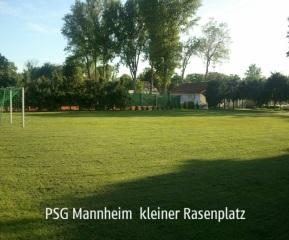 kleiner Rasenplatz